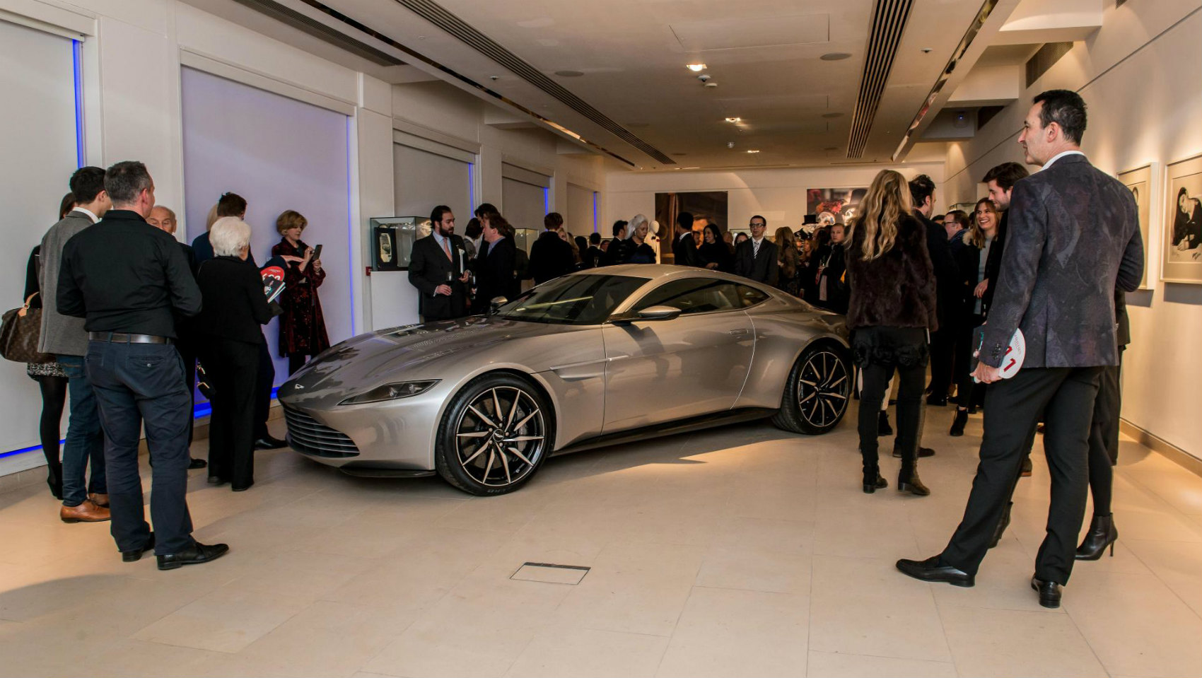Aston Martin DB10 James Bond Spectre Subasta