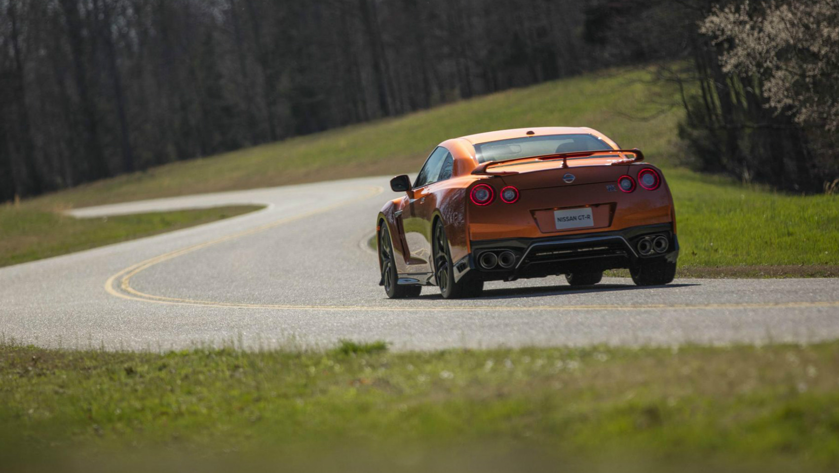 Nissan GT-R 2017 carretera
