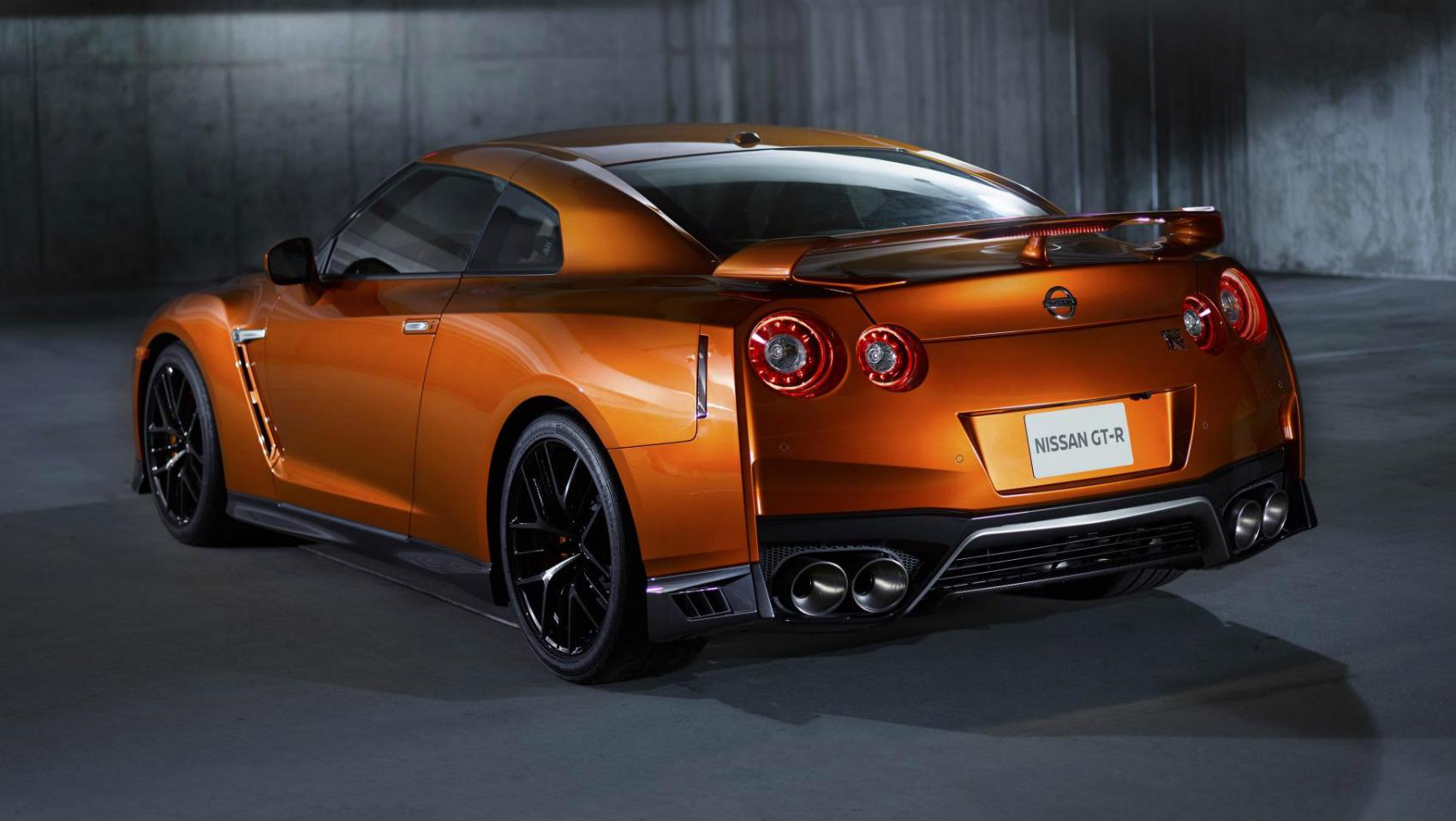 Nissan GT-R 2017 trasera