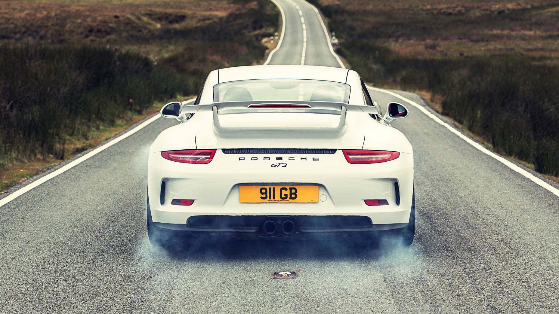 Porsche 911 GT3 arrancando sin perder apenas tracción