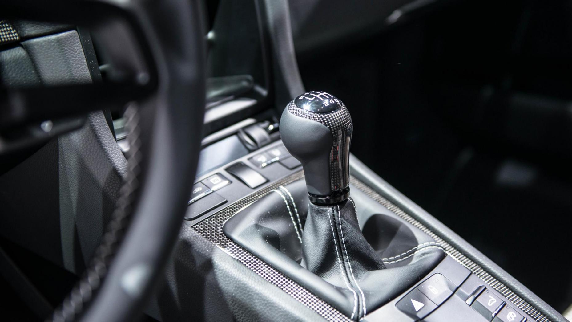 El Porsche 911 R tiene una caja manual de seis velocidades