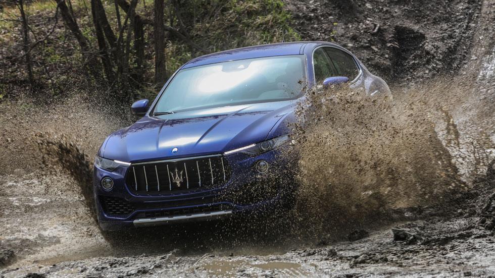 Maserati Levante off-road azul charco 4x4