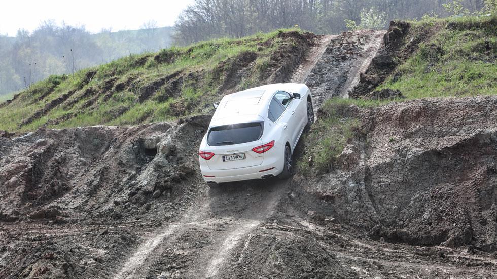 Maserati Levante off-road subida rampa 4x4