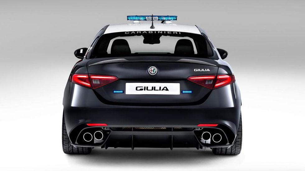 Alfa Romeo Giulia QV trasera coche policia
